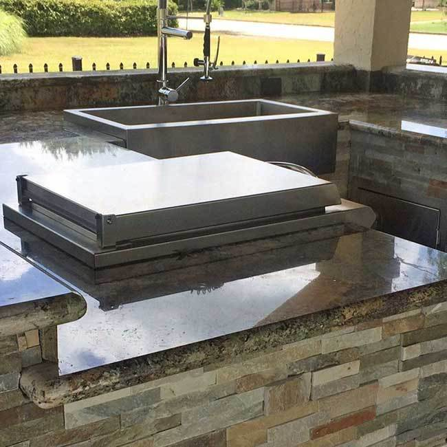 Do you need the ultimate outdoor kitchen and living space contractor to provide you with your outdoor living project? Call Born Construction.